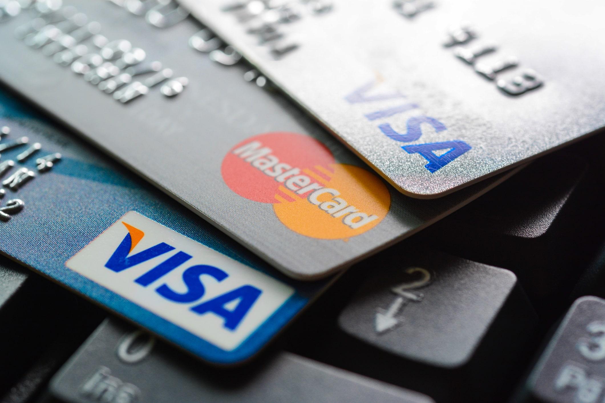 Vad är skillnaden på kreditkort, betalkort och bankkort?